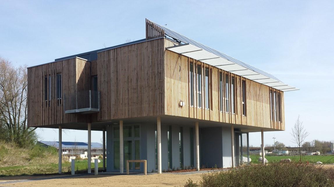 Conception et réalisation dun bâtiment de bureaux à énergie